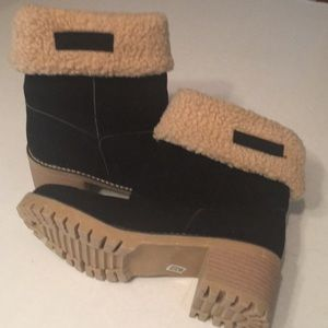Shoes - Cuff Boots Brand New & Oh So Cute! Size 39. S106